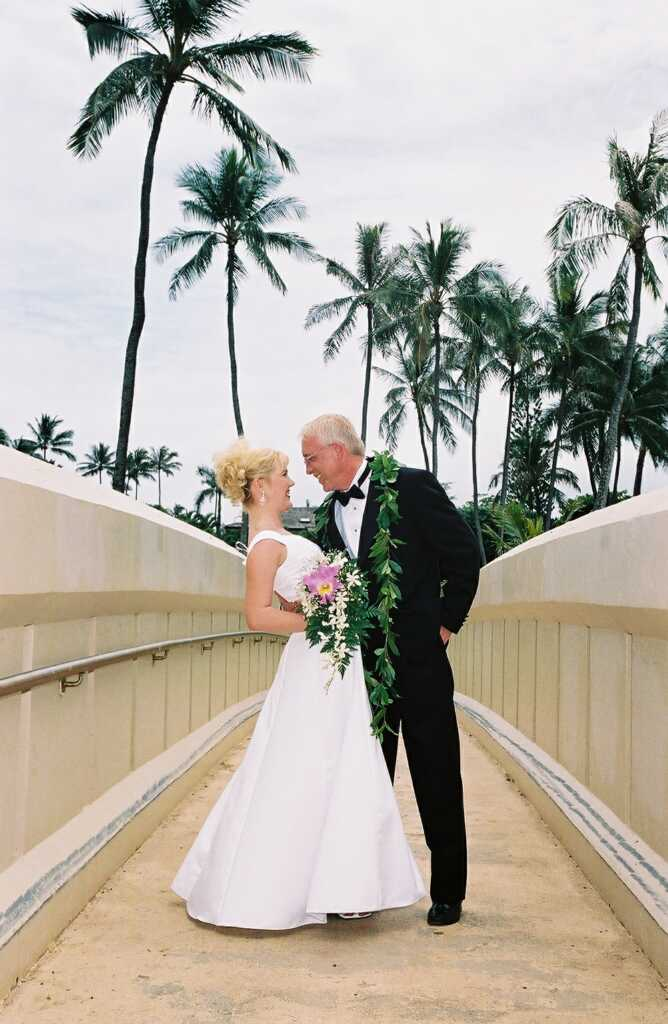 Hawaii wedding dresses gowns by bridal dream hawaii for Honolulu wedding dress rental