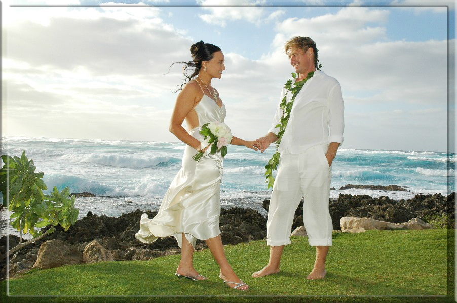 Hawaii weddings oahu maui kauai for Honolulu wedding dress rental