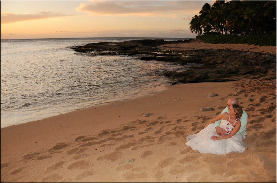 Lanikuhonua Beach Weddings
